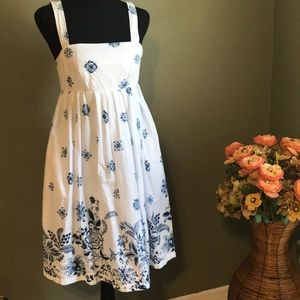 Cute white casual dress from gap